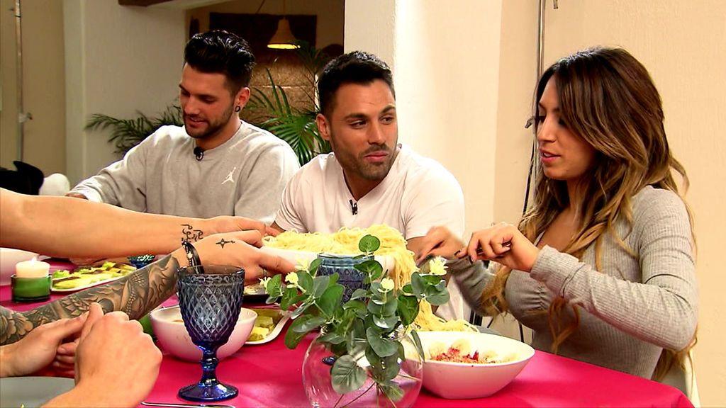 Inédito en telecinco.es: Así fue la cena de Eleazar y Melani en la 'Casa de los Tronistas'
