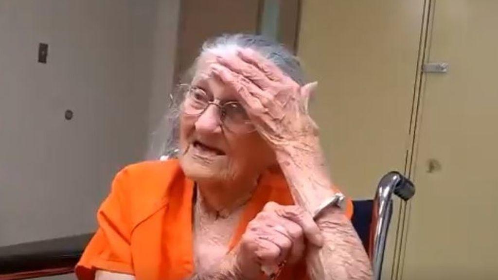 Abuela esposada