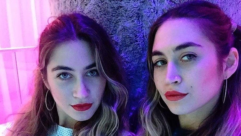Descubre a las Olsen del arte, las gemelas que se han sentado en la cara de Donald Trump