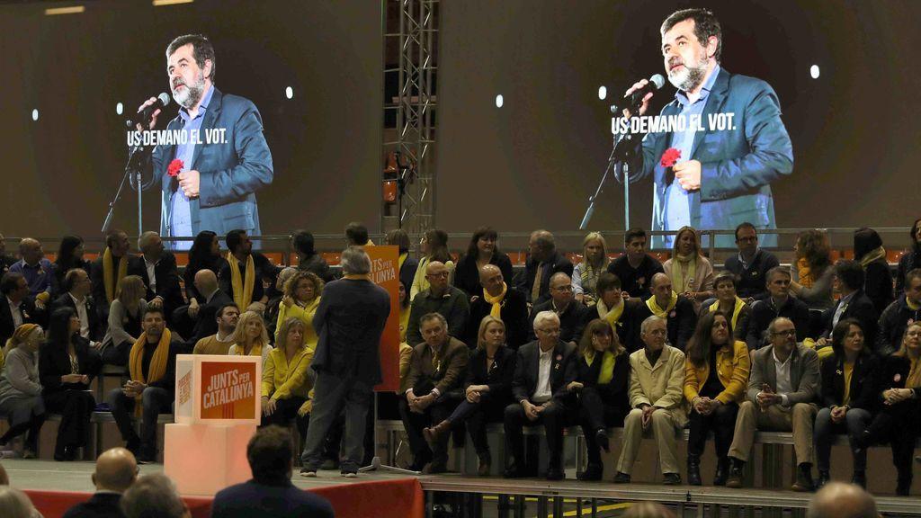 """Jordi Sànchez asegura a través del móvil que Rajoy """"tiene que sacar sus sucias manos del Govern"""""""