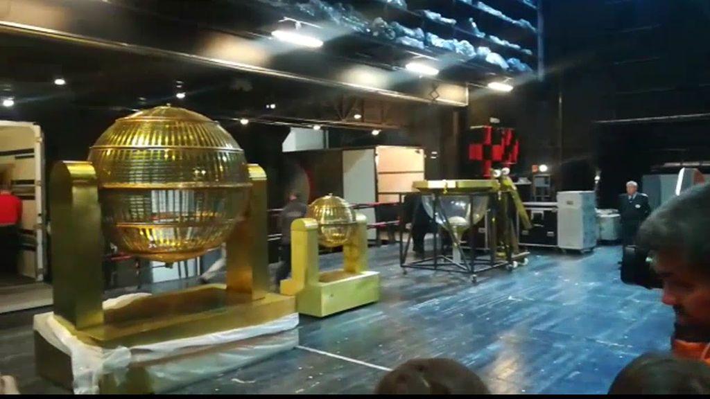 Los bombos  del Sorteo de la Lotería de Navidad llegan al Teatro Real de Madrid