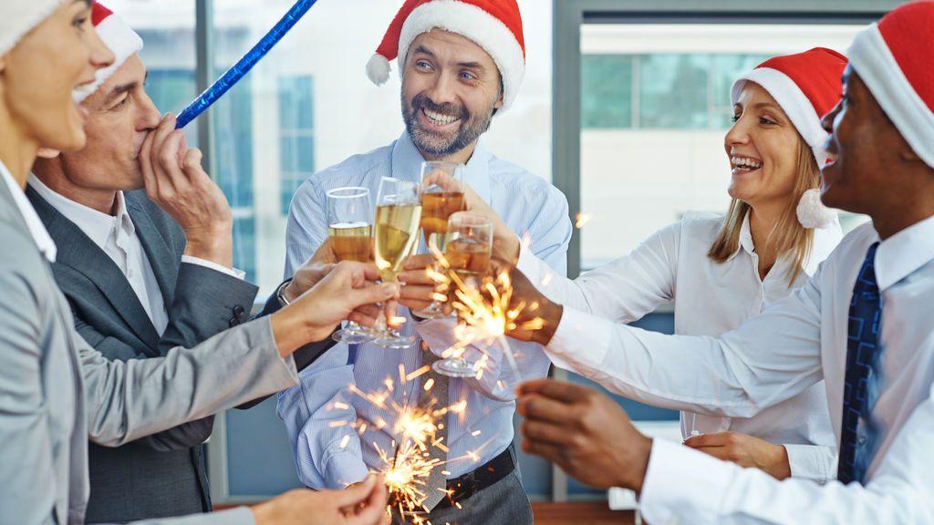 Cuidado con lo que haces en la cena de Navidad de tu empresa, pueden despedirte por ello