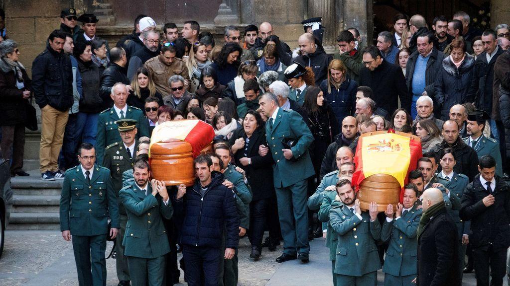Despedida multitudinaria en Alcañiz a los dos guardias civiles asesinados