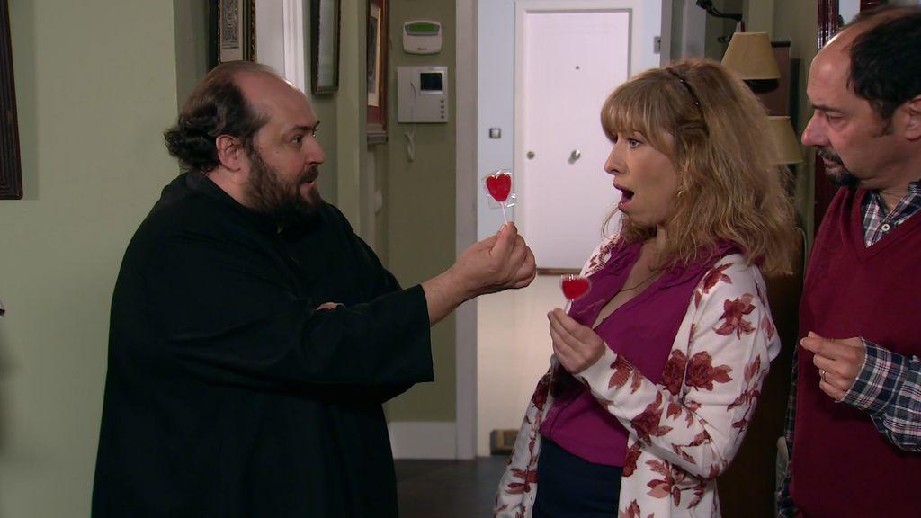El cura piruletas llega a Montepinar: Berta acoge a Rogelio, hermano de Amador y Teodoro