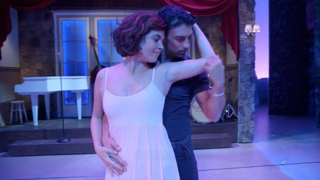 Samanta Villar ensaya para bailar una de sus películas favoritas, 'Dirty dancing'.