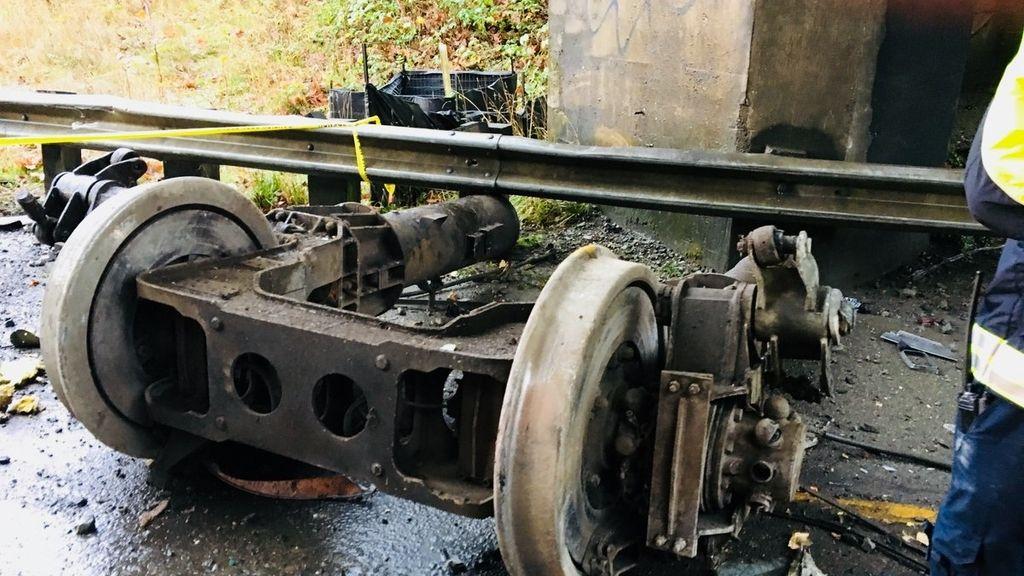 Imágenes del accidente tras el descarrilamiento de un tren en el estado de Washington