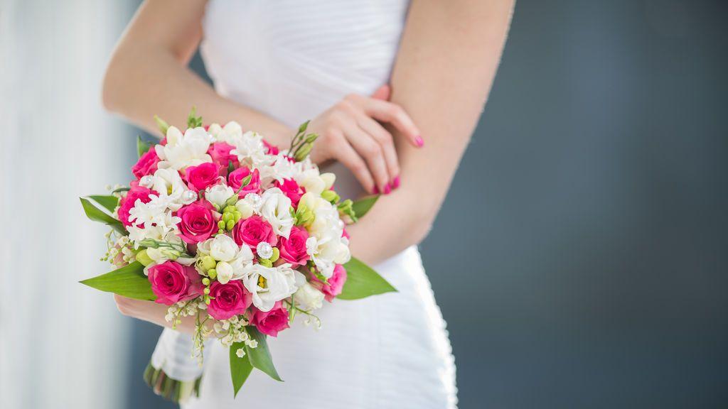 La novia de la boda sufre una reacción alérgica grave al ramo de flores que había elegido