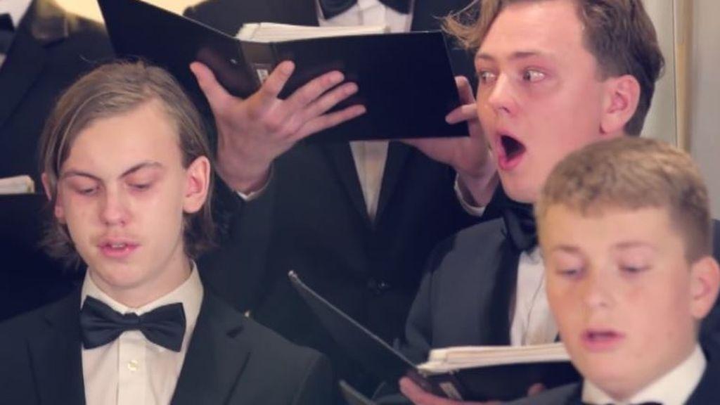 Intentan cantar tras comerse el pimiento más picante del mundo
