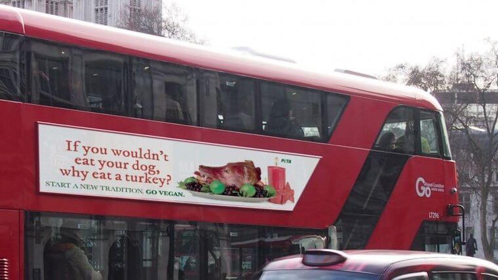 """""""Si no te comerías a tu perro, ¿por qué comerte a un pavo?"""": PETA enciende la polémica con su campaña navideña"""