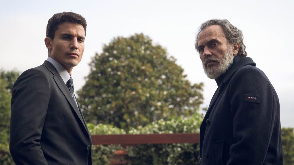 Álex González y Jose Coronado interpretan a Mario Mendonza y Nemo Bandeira, respectivamente, en 'Vivir sin permiso'.