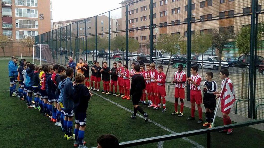 La respuesta de dos equipos infantiles de Navarra a un episodio de violencia: hacerle el 'pasillo' al árbitro 👏