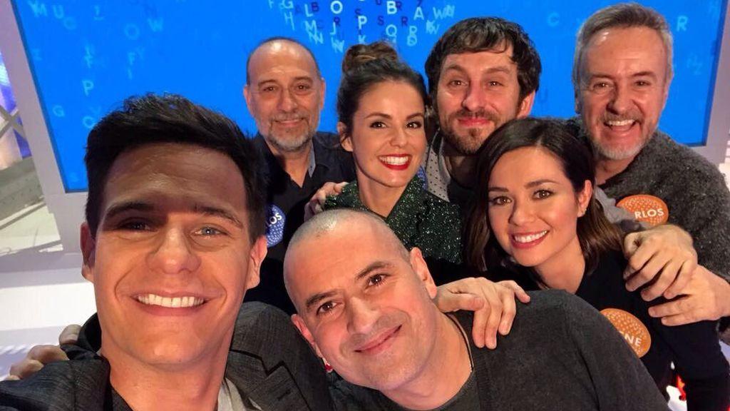 De izqda. a dcha., Christian Gálvez, el ganador Antonio Ruiz, Carlos, Marta Torné, Raúl Arévalo, Dafne Fernández y Carlos Hipólito.