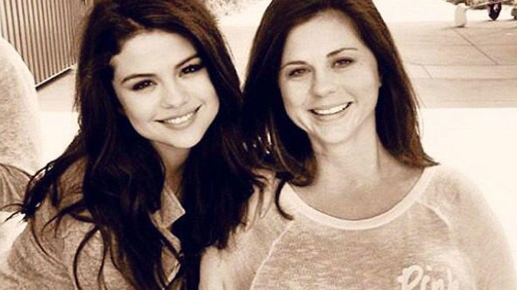 """La madre de Selena recuerda a la hija que perdió en un aborto: """"Ha estado en espíritu como siempre"""""""