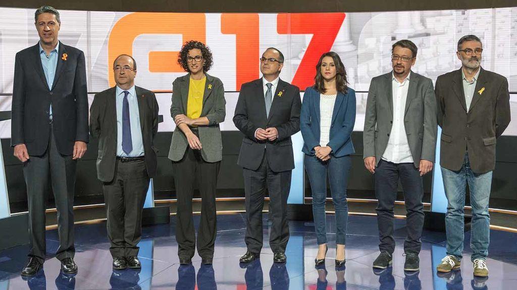 Xavier García Albiol, Miquel Iceta, Marta Rovira, Jordi Turull, Inés Arrimadas, Xavier Domènech y Carles Riera, antes del debate electoral de TV3.