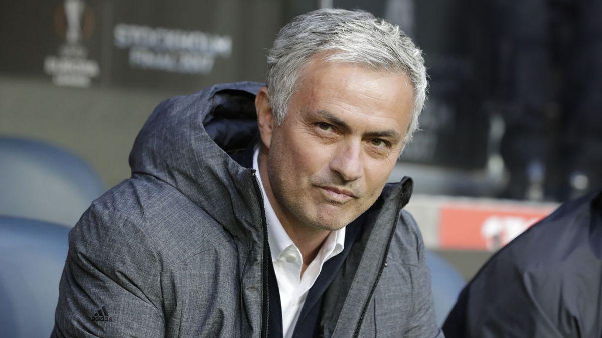 El entrenador del Bristol rompe la hucha de su hija para hacerle un regalo a Mourinho