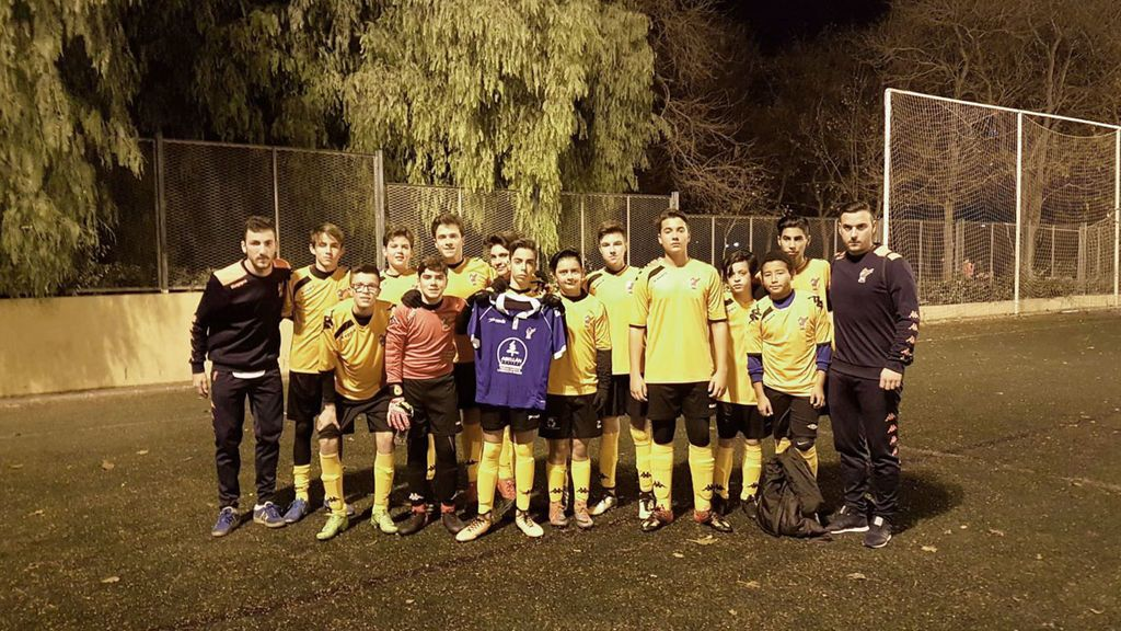 El equipo que perdió 24-0 luce una camiseta de apoyo a un rival que se lesionó durante el partido 👏
