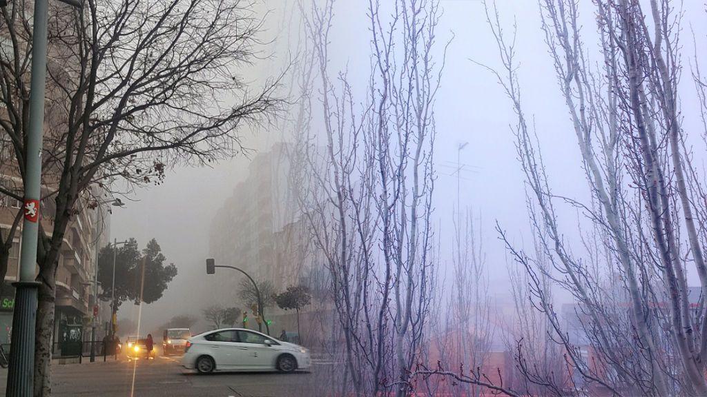 Las nieblas convierten a Zaragoza en 'Zaragothan'