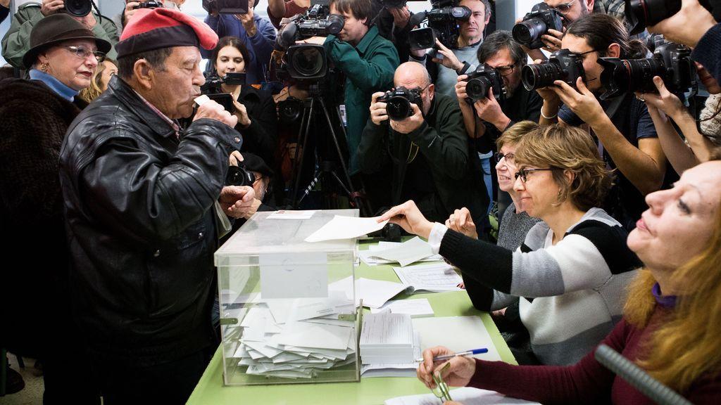 La participación a las 13:00 horas en las elecciones en Cataluña, menor que en 2015