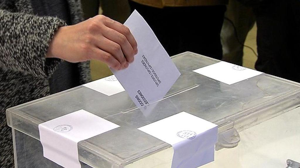 Los líderes constitucionalistas ejercen su derecho al voto