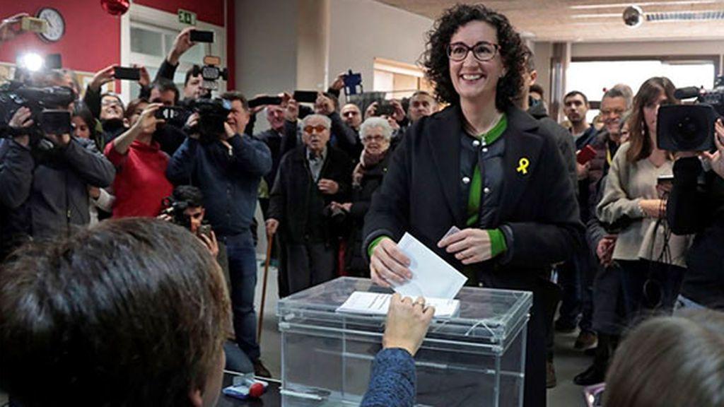 El lazo amarillo en solidaridad con los encarcelados, presente en los dirigentes independentistas