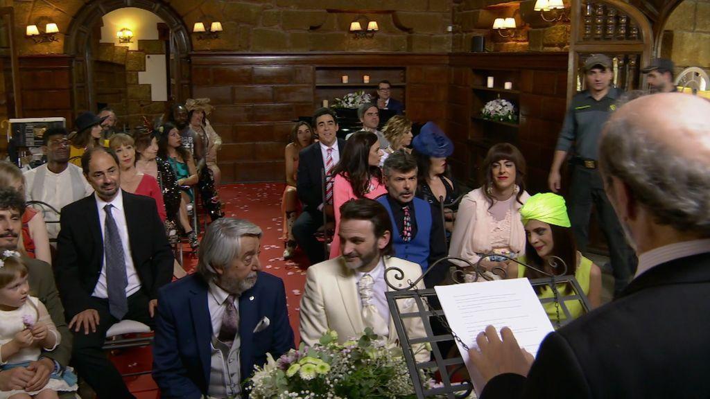 Fermín y Vicente se casan entre cuernos, detenciones y suicidios