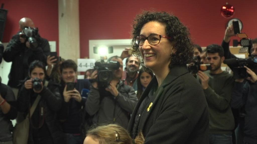 Los independentistas reivindican a sus candidatos ausentes ante las urnas
