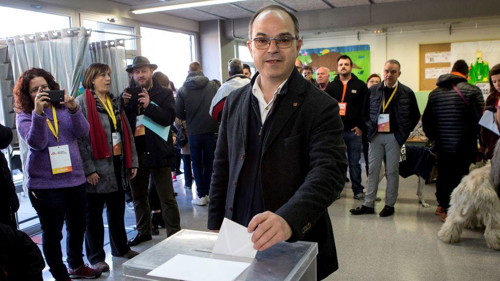 """Turull vota """"triste por quienes no podrán votar por estar en el extranjero o en prisión"""""""