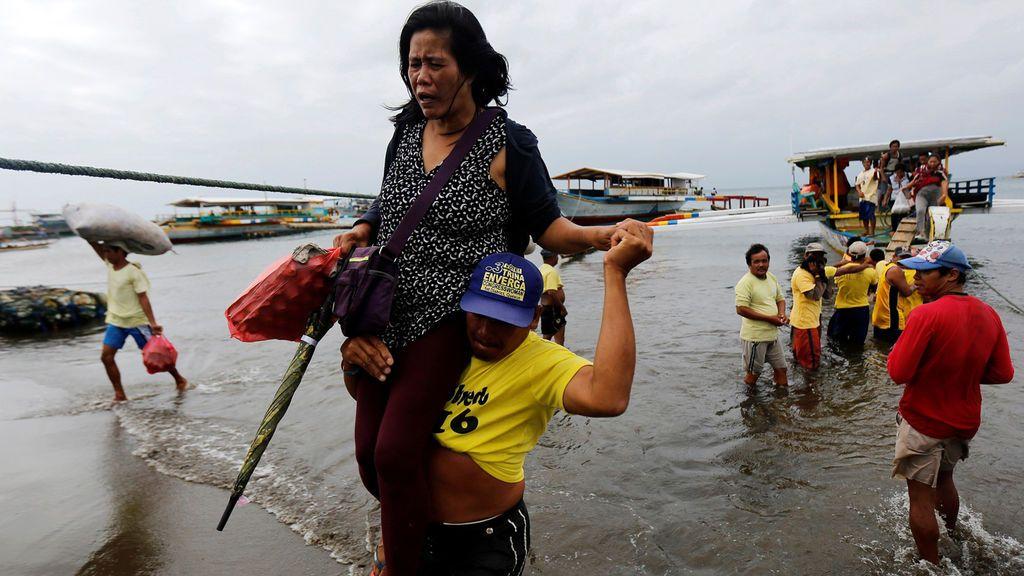 Tres muertos en Filipinas en el naufragio de un ferry con 251 personas a bordo