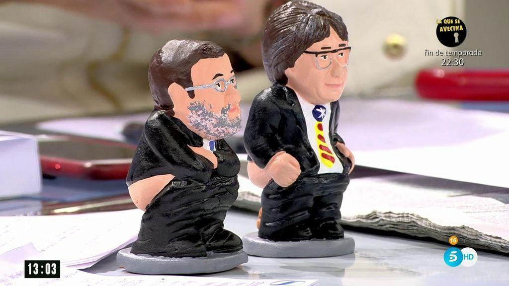 Pere Mas regala a 'AR' dos caganers: uno de Rajoy y otro de Puigdemont