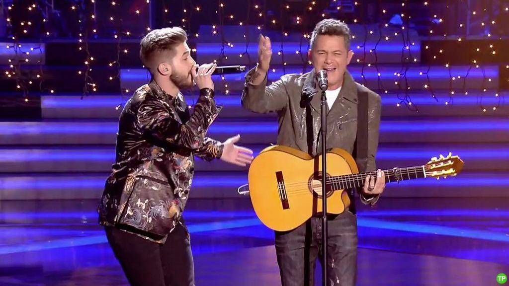 Alejandro Sanz y el finalista Pedro, un dúo de 10 con 'Deja que te bese'