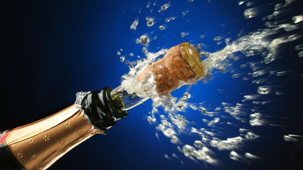 Los riesgos de un brindis: consejos para evitar el 'corchonazo'