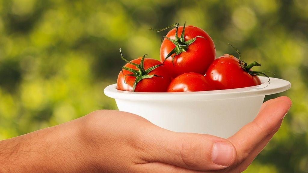 Una dieta rica en manzanas y tomates repara los pulmones de los ex fumadores