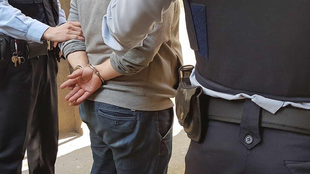 Detenidos tres miembros de una familia por explotar sexualmente a una chica en Barcelona