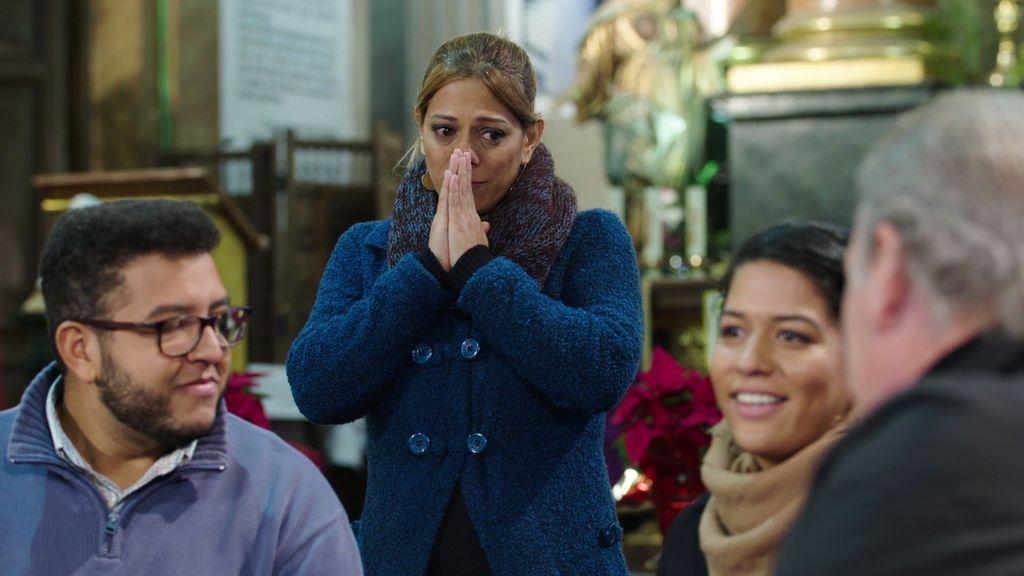 Carmen rompe a llorar al reencontrarse con su hija y conocer a su nieto