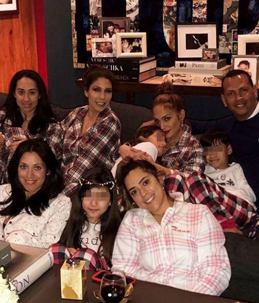 JLo preparó una 'pajama party' en familia