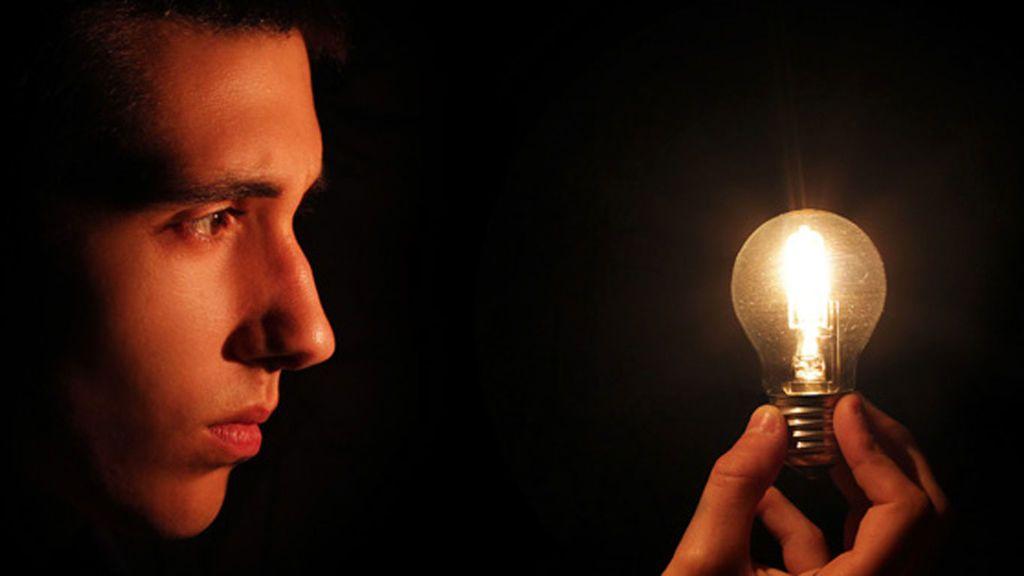 El precio de la luz se sube más de 10 euros en los últimos cuatro meses, según Facua