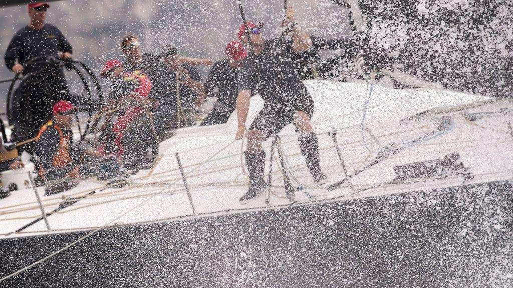 Yachting - Sydney to Hobart Yacht Race - Sydney Harbour, Sydney, Australia, 26 de diciembre de 2017. El yate Beau Geste compite al inicio de las 630 millas náuticas (1166 kilómetros) de Sydney con Hobart Yacht Race en el puerto de Sydney.