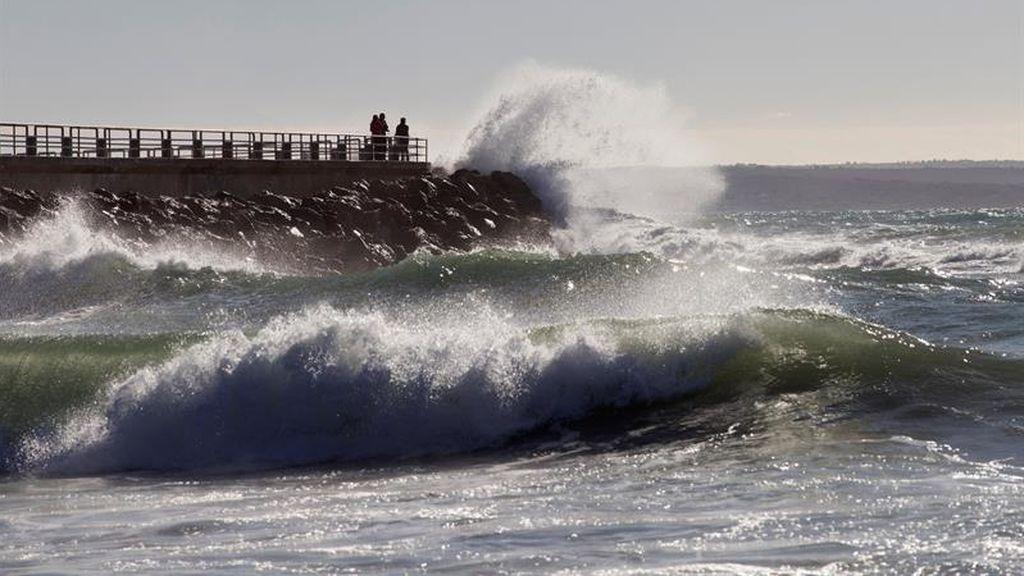 Fallece un hombre ahogado en Alcúdia mientras practicaba windsurf