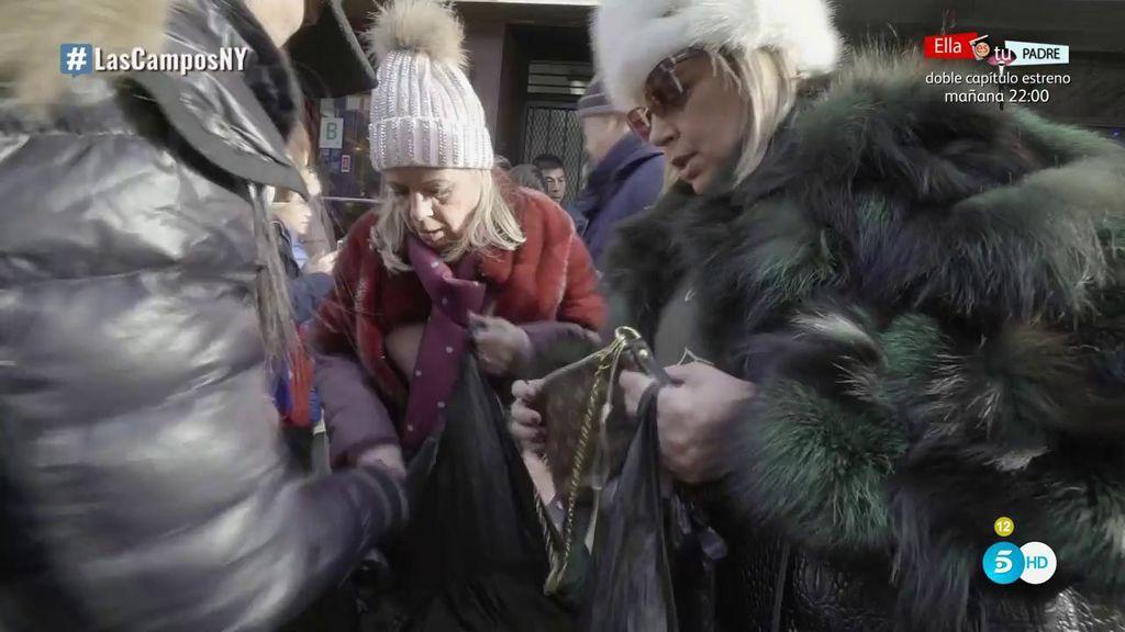 Terelu Campos y Carmen Borrego se lanzan a comprar falsificaciones en Chinatown