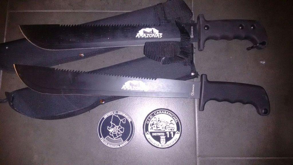 Detenidos cinco menores que perseguían a un joven en Carabanchel con machetes de hasta 52 centímetros