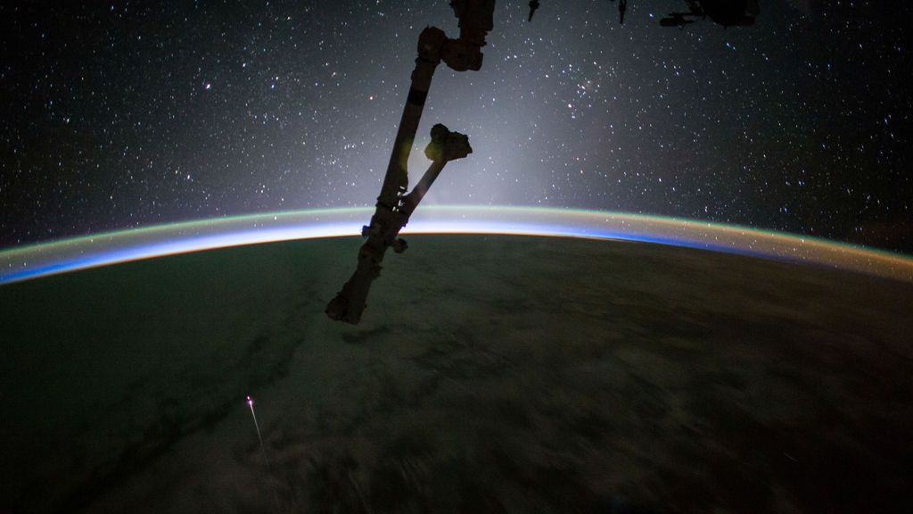 La cápsula SpaceX Dragon, a punto de entrar en la atmósfera terrestre