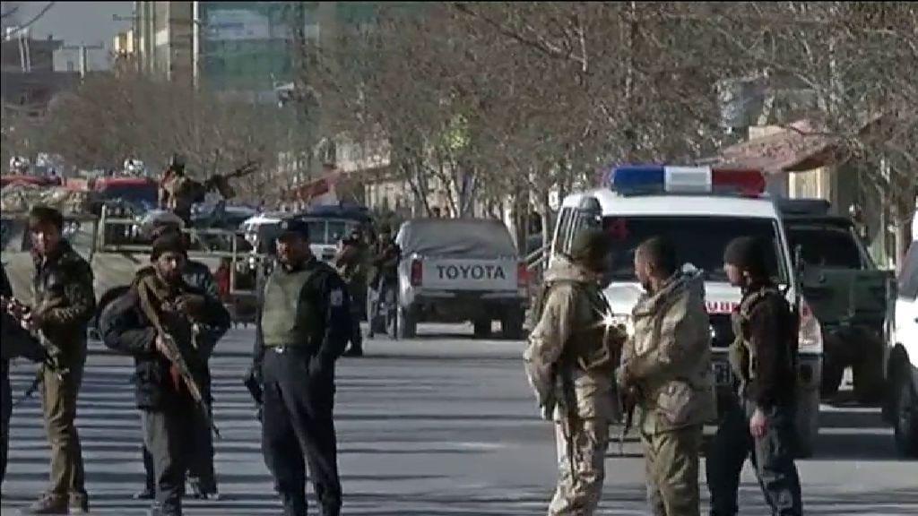 Un atentado suicida deja 40 muertos en un centro cultural de Kabul