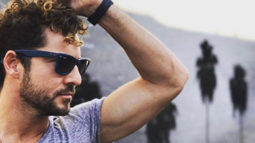 Cadenas y gorra: David Bisbal se viene arriba y se vuelve rapero
