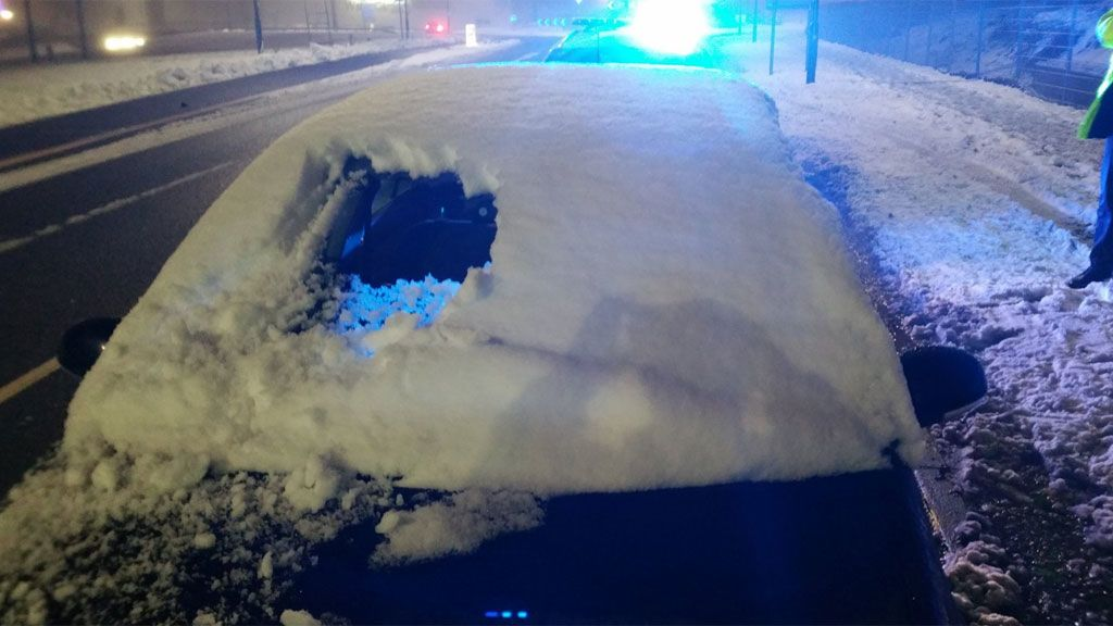 ¿Se puede conducir con nieve en el cristal? Un hombre lo ha hecho (pero ha tenido consecuencias)
