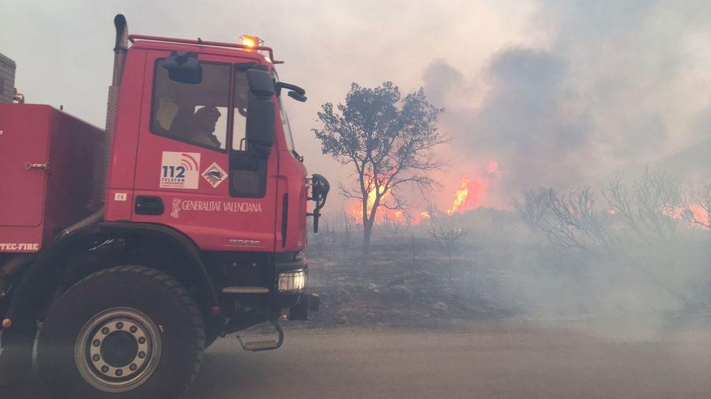 Las imágenes del incendio forestal declarado en Culla, Castellón
