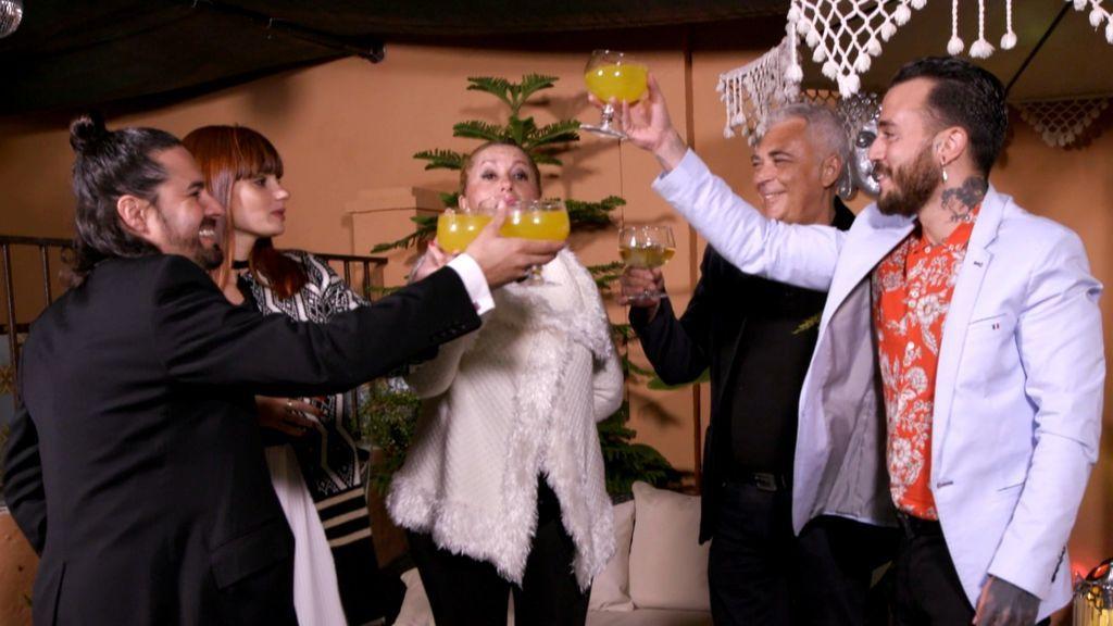 Pablo, Jessica, Ana, Antonio y Paco, los concursantes de 'Ven a cenar conmigo' en la primera semana de 2018.