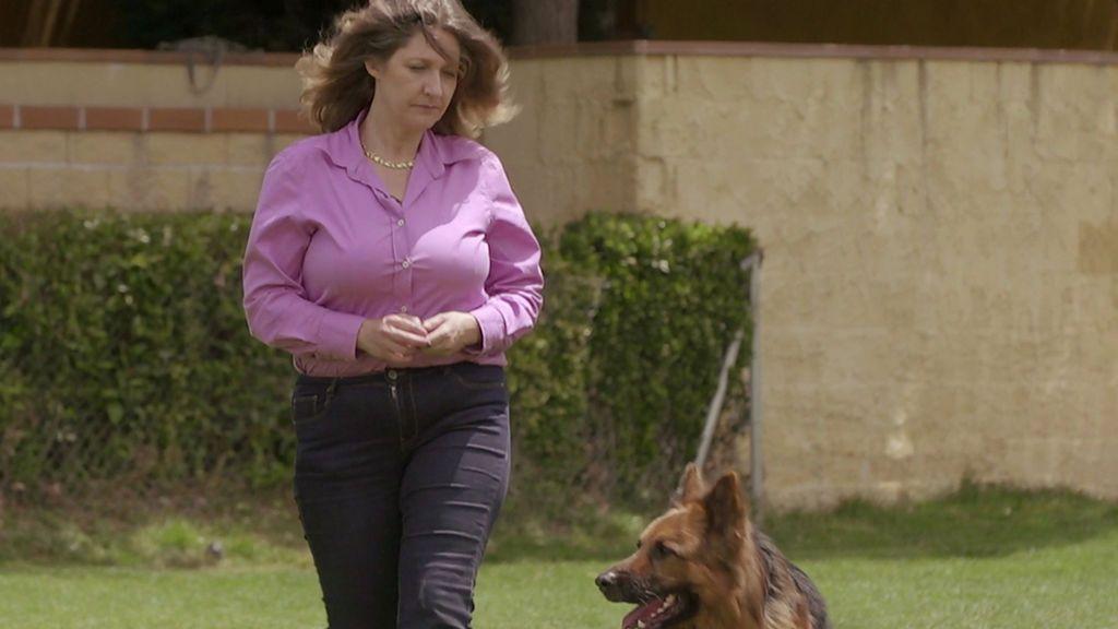 Gemma recupera la normalidad y supera el miedo con la ayuda de un perro protector