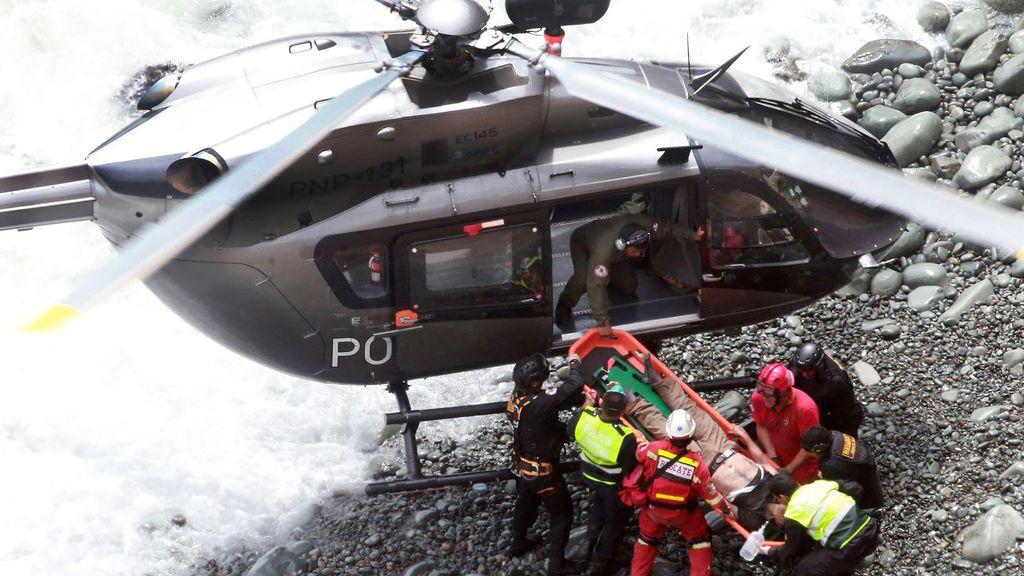 Fallecen 25 personas al caer por un barranco el autobús en el que viajaban en Perú