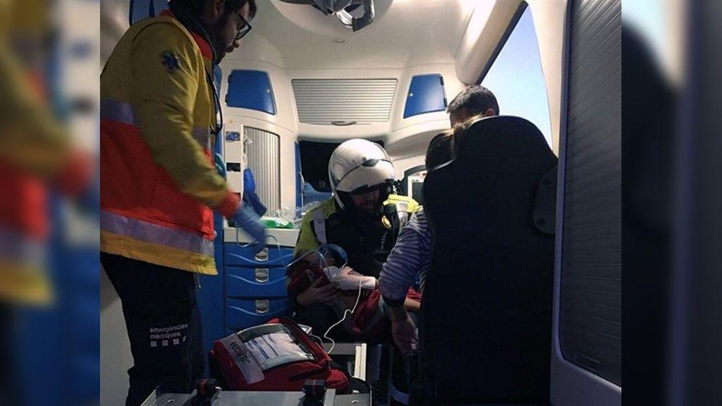 Un policía salva la vida de una niña de dos años en Sabadell