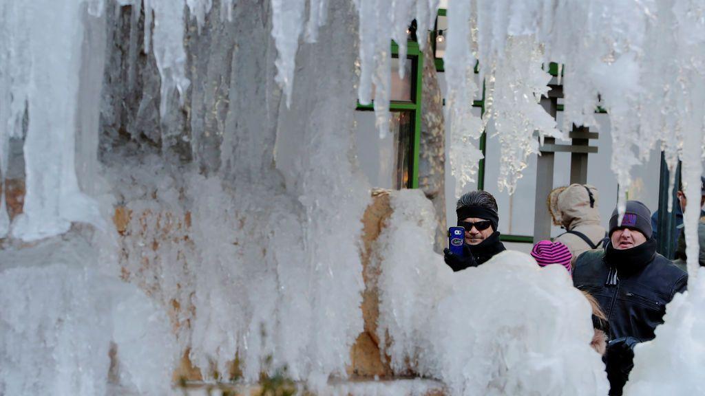 La ola de frío en Estados Unidos congela la fuente de Josephine Shaw Lowell Memorial, en Nueva York
